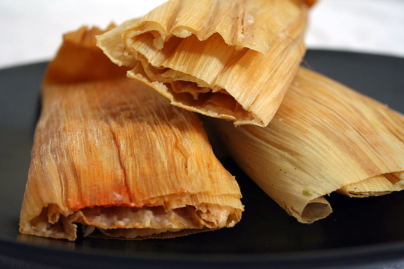 http://www.whatwereeating.com/food_pics/2006-05-11_tamales.jpg